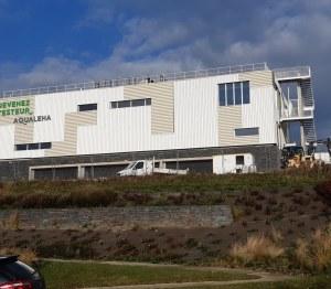 Nouveau site Devenez Testeur By AQUALEHA. La bâtiment est rectangulaire.